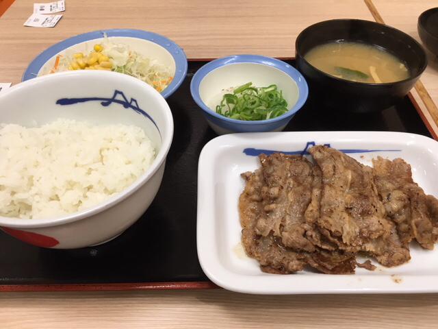 松屋で豚テキ定食&牛焼肉定食_a0359239_02391474.jpg