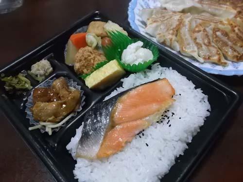夕食は弁当を買った&自家製白菜キムチ_f0019498_21103018.jpg
