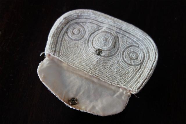 ビーズ刺繍の白小バッグ_f0112550_07182209.jpg