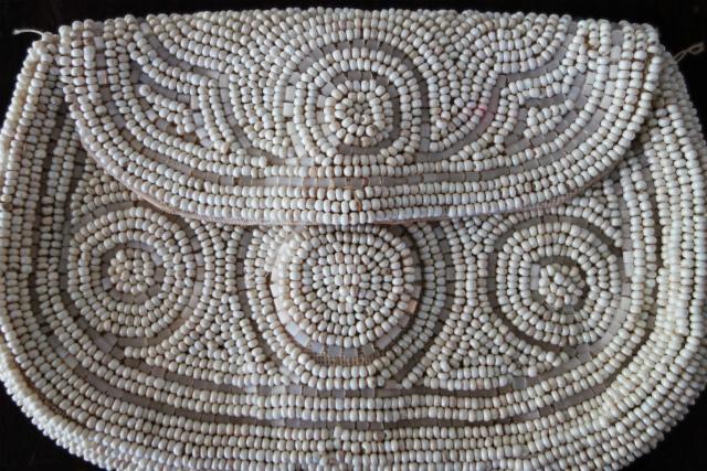 ビーズ刺繍の白小バッグ_f0112550_07182227.jpg