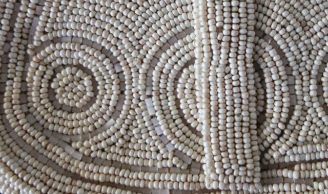 ビーズ刺繍の白小バッグ_f0112550_07182346.jpg