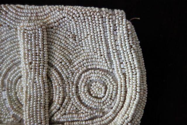 ビーズ刺繍の白小バッグ_f0112550_07182367.jpg