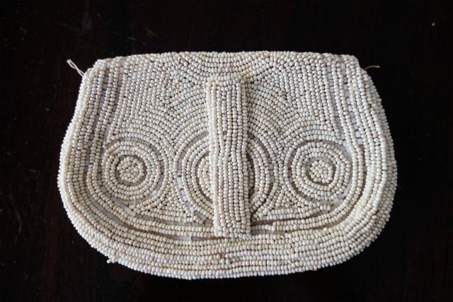 ビーズ刺繍の白小バッグ_f0112550_07182374.jpg
