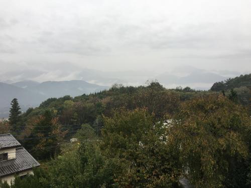 台風💨が近づいてきます。でも微かに山⛰が見えてます。_d0338282_15465811.jpg