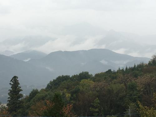 台風💨が近づいてきます。でも微かに山⛰が見えてます。_d0338282_15470730.jpg