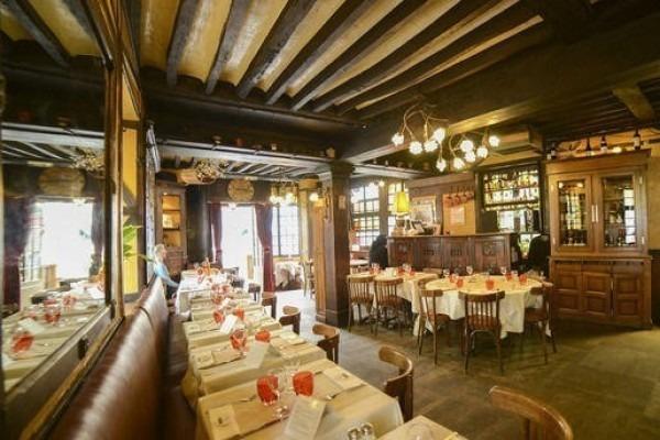 ヨーロッパ買い付け後記10 かわいいレストランで食事 入荷ボルサリーノ、ロイヤルステットソン、ボブス ハット_f0180307_18443535.jpg