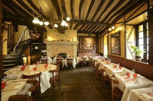ヨーロッパ買い付け後記10 かわいいレストランで食事 入荷ボルサリーノ、ロイヤルステットソン、ボブス ハット_f0180307_18443601.jpg