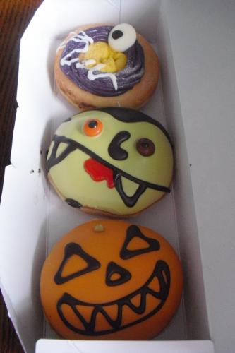 Krispy Kreme Doughnuts(クリスピー・クリーム・ドーナツ) 『トリプルモンスターズ』_a0326295_22212741.jpg