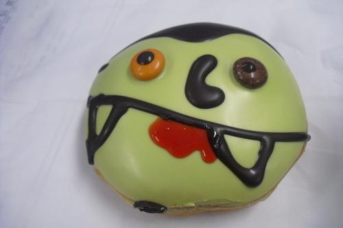 Krispy Kreme Doughnuts(クリスピー・クリーム・ドーナツ) 『トリプルモンスターズ』_a0326295_22222855.jpg