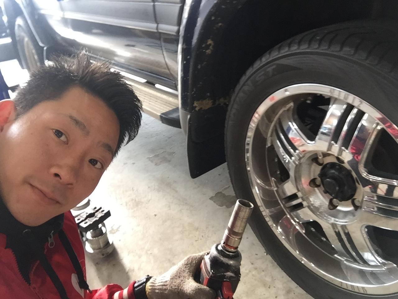 10月31日 ひとログTueヽ( 'ω' )ノ マクラーレン・GTR?!スーパーカーがTOMMYにやってきた!_b0127002_17322436.jpg
