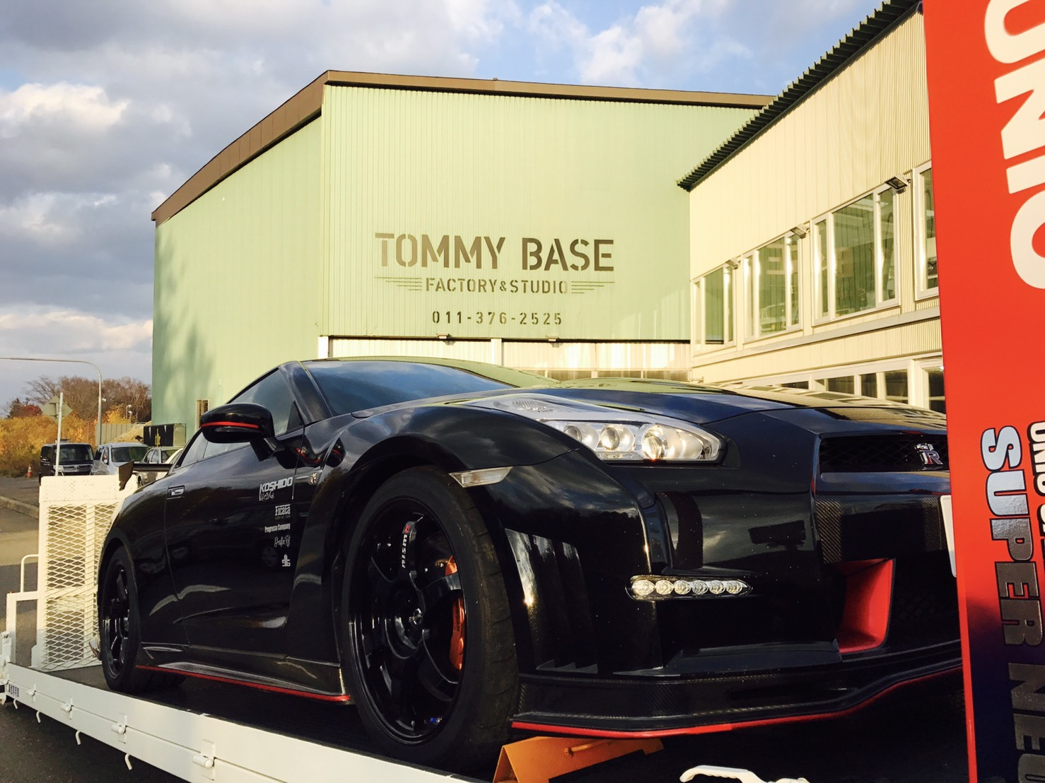 10月31日 ひとログTueヽ( 'ω' )ノ マクラーレン・GTR?!スーパーカーがTOMMYにやってきた!_b0127002_17411879.jpg