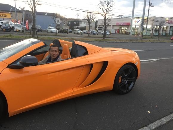 10月31日 ひとログTueヽ( 'ω' )ノ マクラーレン・GTR?!スーパーカーがTOMMYにやってきた!_b0127002_20313170.jpg