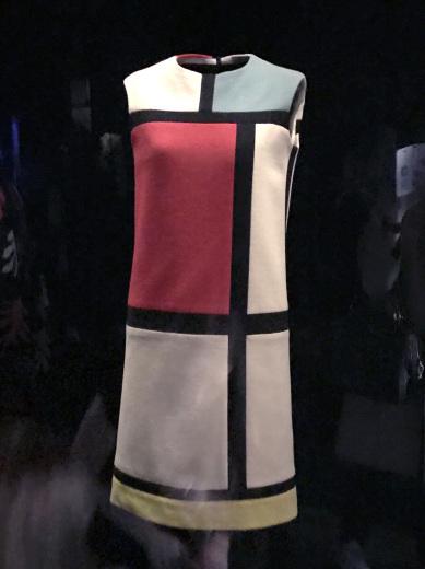 Musée Yves Saint Laurent Paris ミュゼ・イヴ・サンローラン(パリ便り その3)_c0176078_12244760.jpg