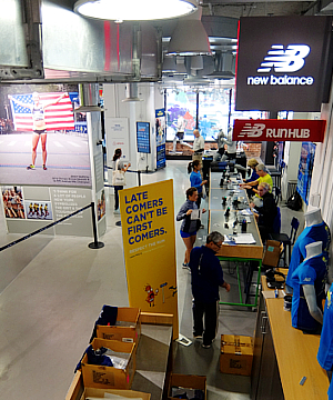 NYロード・ランナーのランセンター NYRR RUNCENTER featuring the NB Run Hub_b0007805_23545684.jpg