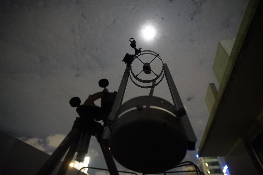 雲ごしに十三夜の月を撮ってみる_a0095470_22555619.jpg