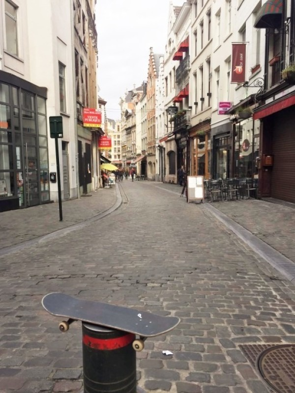ヨーロッパ買い付け後記12 バババっとベルギー、ブリュッセル 入荷スモーキングジャケット、APC、YSL、ドリズラーなどメンズコート、ジャケット _f0180307_20074712.jpg