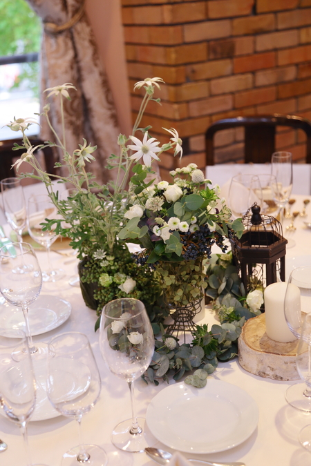 秋の装花 ユーカリとフランネルフラワー、切り株とキャンドル、ナチュラルウェディングの一日に_a0042928_1224449.jpg