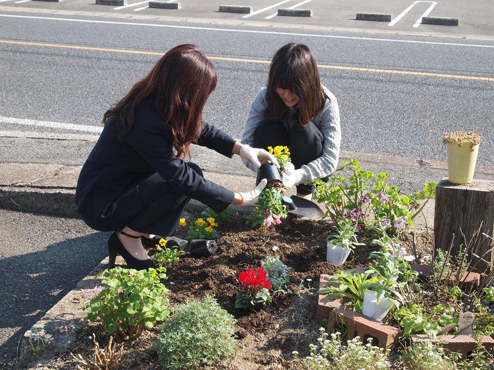 本日はお花の植え付け日_b0211845_18041893.jpg