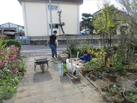 また、じいちゃんの土木工事_a0203003_17255243.jpg