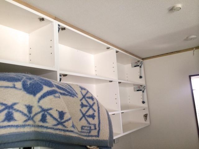 キッチンカウンターとカップボード_b0338748_21241623.jpg