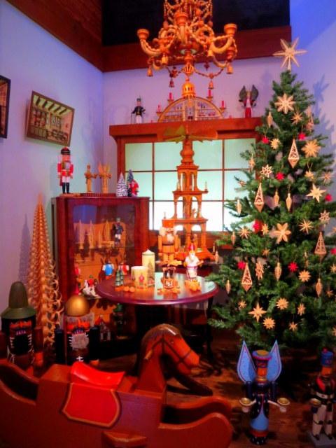11月の軽井沢町民美術館の日*②エルツおもちゃ博物館~クリスマス♪_f0236260_17095597.jpg