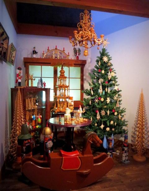 11月の軽井沢町民美術館の日*②エルツおもちゃ博物館~クリスマス♪_f0236260_17111605.jpg