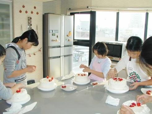 お申し込み開始!「クリスマスケーキ講習会」宝塚子供お菓子教室_c0122889_16315403.jpg
