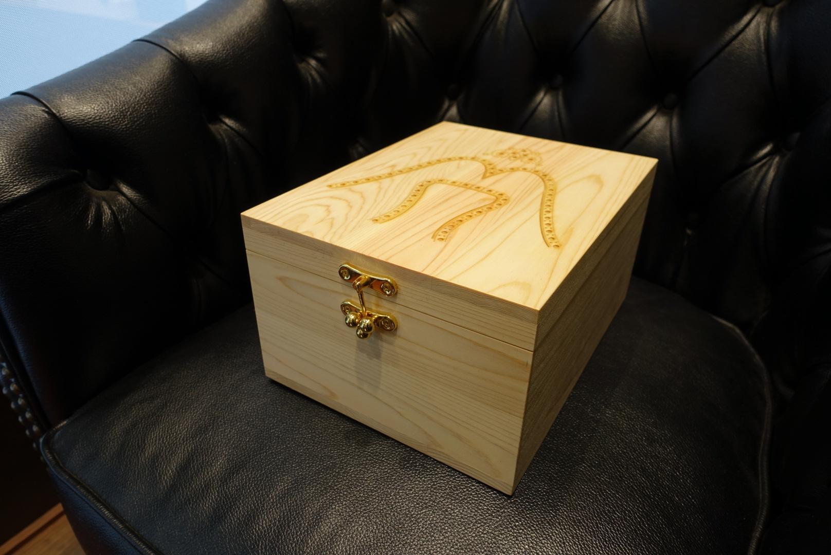 【信州・木曽の檜を使用したシューケアボックスをパターンオーダー】_b0226322_19453538.jpg