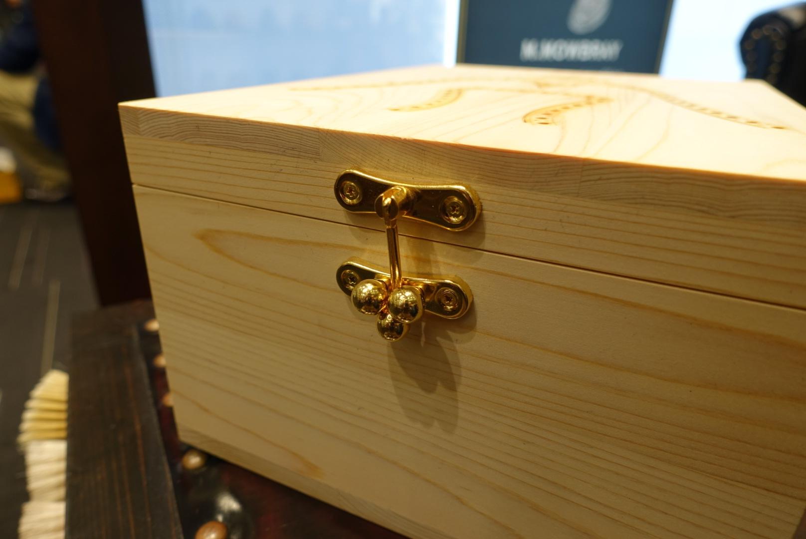 【信州・木曽の檜を使用したシューケアボックスをパターンオーダー】_b0226322_19453662.jpg