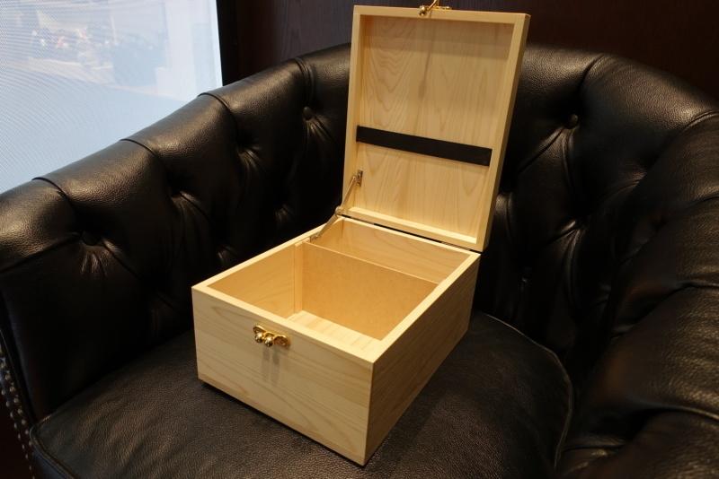 【信州・木曽の檜を使用したシューケアボックスをパターンオーダー】_b0226322_19453690.jpg