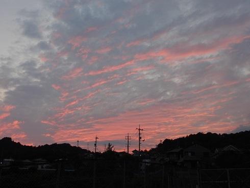 夕焼けは一瞬、カラスは山へ_e0175370_21222689.jpg