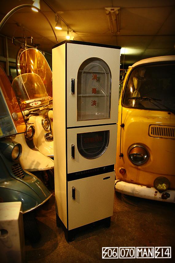 1970s Vintage 珍しい木製 床屋さんの消毒ケース_e0243096_20574105.jpg