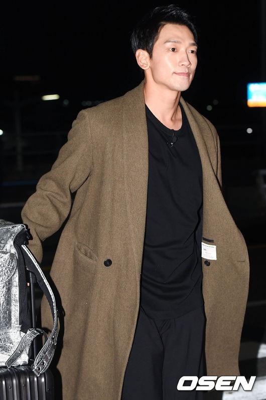 """RAIN「パッケージで世界一周」撮影のため台湾へ出国""""空港でも輝くオーラ""""_c0047605_8353435.jpg"""