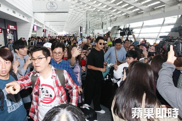 """RAIN「パッケージで世界一周」撮影のため台湾へ出国""""空港でも輝くオーラ""""_c0047605_8364235.jpg"""