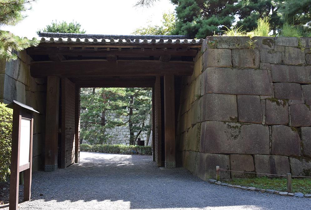 大政奉還150年記念に訪れた二条城。 その3 ~内堀~_e0158128_17531501.jpg