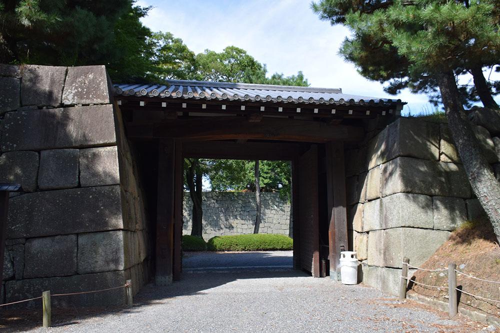 大政奉還150年記念に訪れた二条城。 その3 ~内堀~_e0158128_18030787.jpg