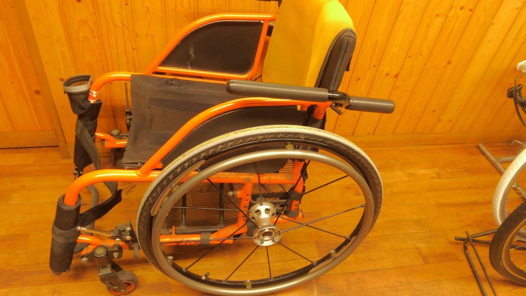 車椅子タイヤの組み換え♪_a0216771_13210598.jpg