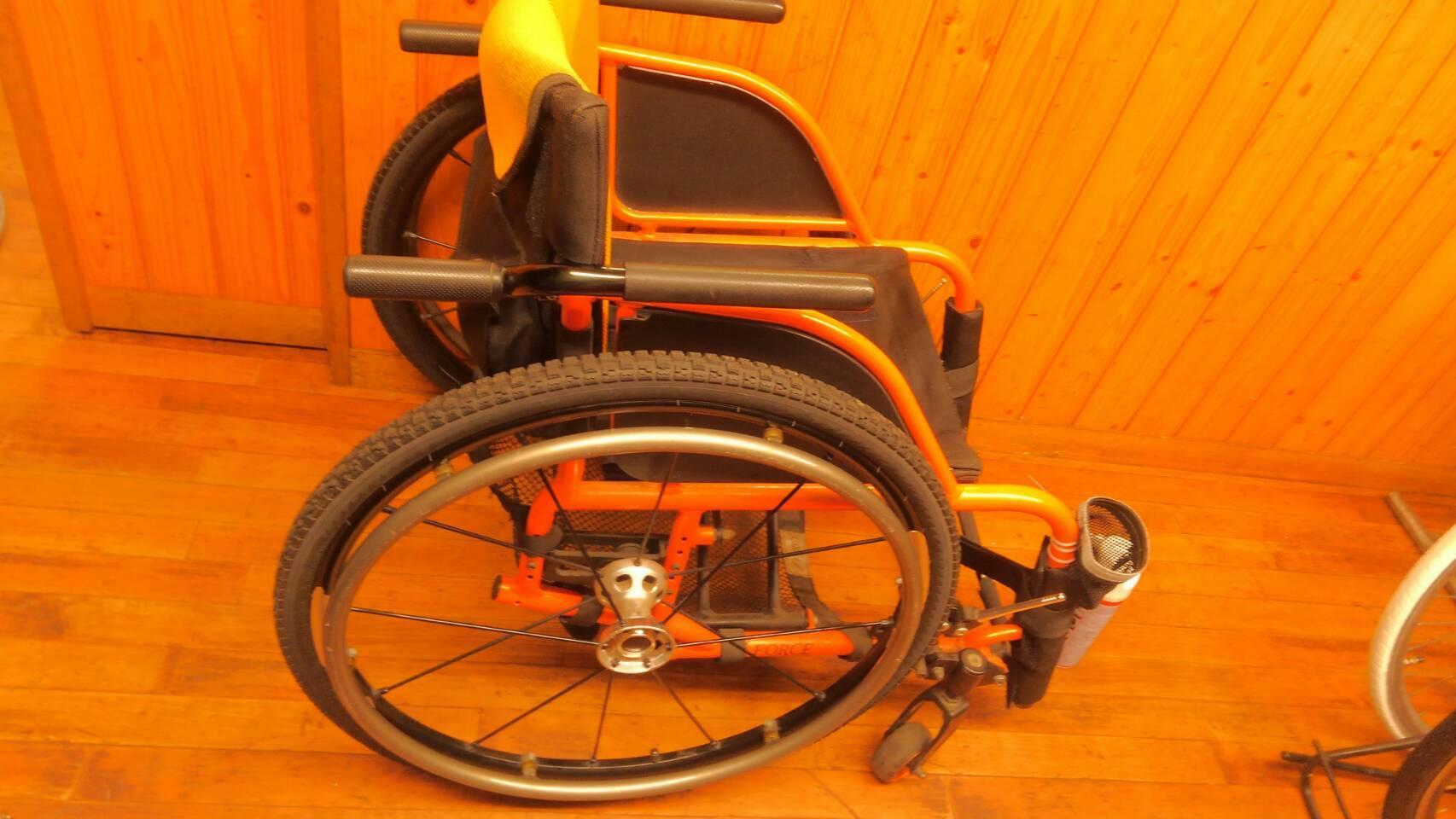 車椅子タイヤの組み換え♪_a0216771_13214560.jpg