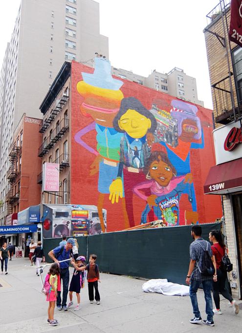 NYの街角(14丁目沿い)にOSGEMEOSの巨大壁画_b0007805_9132952.jpg