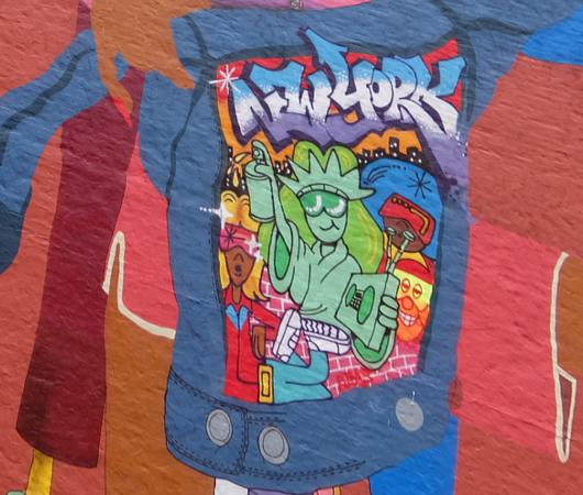 NYの街角(14丁目沿い)にOSGEMEOSの巨大壁画_b0007805_9145921.jpg