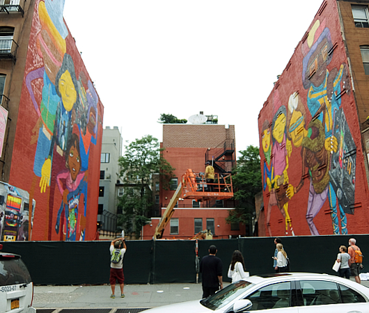 NYの街角(14丁目沿い)にOSGEMEOSの巨大壁画_b0007805_945658.jpg