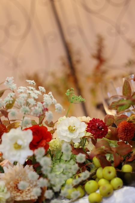秋の装花 お色直しの振袖の柄にあわせて_a0042928_16164552.jpg