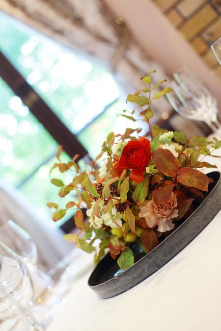 秋の装花 お色直しの振袖の柄にあわせて_a0042928_16181236.jpg