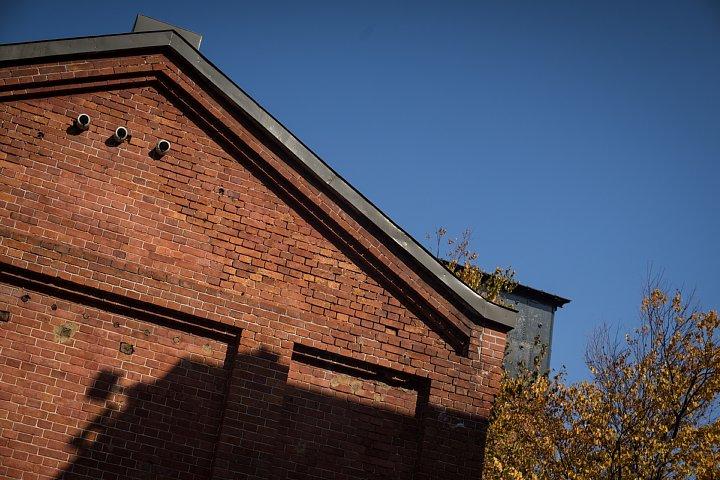 秋色に包まれた赤煉瓦の森_d0353489_1924996.jpg