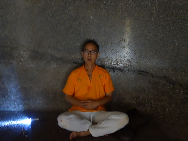 インド最初の石窟寺院バラーバル_d0360509_1251033.jpg