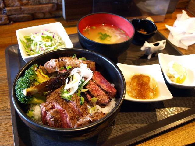 札幌 ステーキ・ハンバーグ ひげ 5条本店 (ひげ丼)_d0153062_8413059.jpg