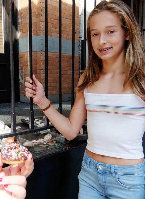 NYの街角で少女たちによる手作りクッキー屋さんに遭遇_b0007805_2292947.jpg