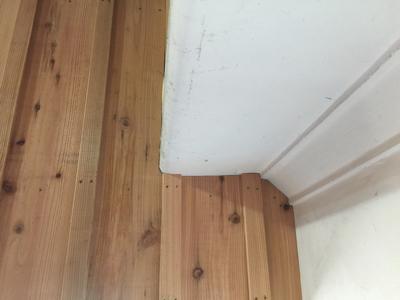 外壁材の杉を使用、目板張りの階段室造作完了しました。建具待ちです。薪ストーブ効率の試験楽しみです_f0115152_17120192.jpg