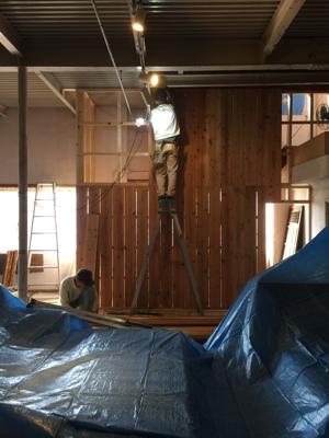外壁材の杉を使用、目板張りの階段室造作完了しました。建具待ちです。薪ストーブ効率の試験楽しみです_f0115152_17120385.jpg