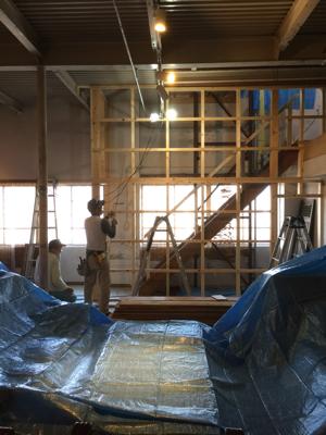 外壁材の杉を使用、目板張りの階段室造作完了しました。建具待ちです。薪ストーブ効率の試験楽しみです_f0115152_17120466.jpg